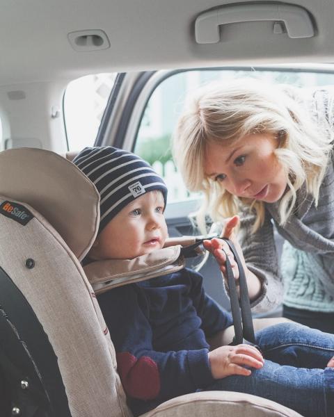 Scaun auto copii BeSafe iZi Combi X4 ISOfix 1